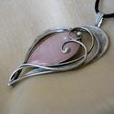 Rózsakvarc szív medál, Ékszer, óra, Medál, Nyaklánc, Ékszerkészítés, Fémmegmunkálás, Saját tervezésű egyedi kézműves alkotás.  A medál Tiffany technikával készült rózsakvarc és ólommen..., Meska