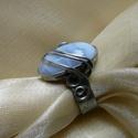 Kalcedon gyűrű, Ékszer, óra, Gyűrű, Ékszerkészítés, Fémmegmunkálás, Saját tervezésű egyedi kézműves alkotás.  A gyűrű Tiffany technikával készült kalcedon és ólommente..., Meska