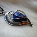 Lápisz lazuli szív medál, Ékszer, óra, Medál, Nyaklánc, Ékszerkészítés, Fémmegmunkálás, Saját tervezésű egyedi kézműves alkotás.  A medál Tiffany technikával készült lápisz lazuli és ólom..., Meska