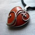 Vörös jáspis szív medál, Ékszer, Szerelmeseknek, Medál, Nyaklánc, Ékszerkészítés, Fémmegmunkálás, Saját tervezésű egyedi kézműves alkotás.  A medál Tiffany technikával készült vörös jáspis és ólomm..., Meska