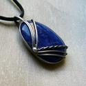 Lápisz lazuli medál, Ékszer, Medál, Nyaklánc, Ékszerkészítés, Fémmegmunkálás, Saját tervezésű egyedi kézműves alkotás.  A medál Tiffany technikával készült lápisz lazuli és ólom..., Meska