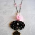 Rózsaszín-fekete vintage nyaklánc, Ékszer, Nyaklánc, Rózsaszín és fekete, finom és romantikus, egyedi nyaklánc, melynek dísze egy régi óra száml..., Meska