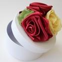 Dobozka, Dekoráció, Otthon, lakberendezés, Tárolóeszköz, Doboz, Fehér 12 cm átmérőjű papírdobozka rózsákkal díszítve. Romantikus hölgyeknek ajánlom , Meska