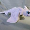 Fehér sárkány, Baba-mama-gyerek, Játék, Plüssállat, rongyjáték, Játékfigura, Saját tervezésű és készítésű szabásminta alapján készült. Teljes hossza 52 cm. Puha szeretni való ki..., Meska