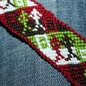 Ikres karkötő, Ékszer, óra, Karkötő, Iker pálcikaemberkéket mintázó karpánt.  Bordó az alapja, zöld, fehér, barna színek vannak még benne..., Meska