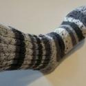 Pihe-puha-kötött zokni, Mindenmás, Ruha, divat, cipő, Cipő, papucs, Kötés, A kézzelkötött zoknik minden méretben és szinben készithetök, kivánság szerint. A kötöfonal special..., Meska