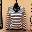 Fehér sötétkék elegáns kötött pulóver, Táska, Divat & Szépség, Ruha, divat, Női ruha, Póló, felsőrész, Vigyél színt a szürke hétköznapokba...  Sötétkék - hófehér csíkos, klasszikusan elegáns pulóver csip..., Meska