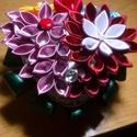 Asztali dísz, Dekoráció, Esküvő, Dísz, Esküvői dekoráció, Mindenmás, Újrahasznosított alapanyagból készült termékek, Ezt az asztaldíszt a kanzashi techikával készült virágokból készítettem. 5 féle virágból, és több s..., Meska