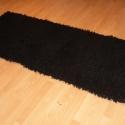 Vastag hosszú szőrű szőnyeg, Otthon, lakberendezés, Lakástextil, Szőnyeg, Szövés, Ez is egy mutatós, vastag, puha szőnyeg pamutból és műszálból. Színe vagány fekete.  Mérete: 82x204..., Meska