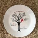 Nászajándék dekorációs tányér, Esküvő, Nászajándék, Kézzel festett 25 cm átmérőjű, kerek, fehér tányér.  Akár egyedi mintával és idézettel, ..., Meska