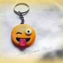 Huncut smiley  kulcstartó, Ékszer, Ékszerkészítés, Gyurma, Huncut smiley kulcstartó!  Egyedi és aranyos választás, akár saját magadnak, akár ajándékba, vagy e..., Meska