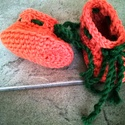 Horgolt narancssárga babacipő, Ruha, divat, cipő, Gyerekruha, Baba (0-1év), Cipő, papucs, Sütőtök-sárga cipőcske, 75% gyapjú és 25% polyamid összetételű fonalból horgolva. A fonalat zokni kö..., Meska