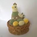 Tyúkocska, horgolt figura , Dekoráció, Játék, Húsvéti díszek, Játékfigura, Amigurumi technikával, akril fonalból készítettem ezt a tojásait őrző tyúkocskát.  Magassá..., Meska