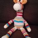 Horgolt zsiráf, Játék, Plüssállat, rongyjáték, Horgolt zsiráf vidám színekben, teljes hossza 35cm., Meska