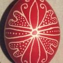 Hagyományos mintával írott tojás
