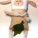 Nini  - bárány / játékbárány, Szerelmeseknek, Képzőművészet, Játék, Dekoráció, Nagyobb méretű bari, frissen nyírva :)  15 cm magas, hajtogatható karokkal, hímzett arccal. , Meska