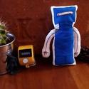 ROBOT /festett textilbaba/, Dekoráció, Játék, Baba, babaház, Játékfigura, Varrás, Festészet, Teste pamutvászonból varrva, egyik oldalán akrilfestékkel festett (egyedi terv alapján, aprólékosan..., Meska