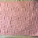 BaBagoly pihe-puha babatakaró, Dekoráció, Baba-mama-gyerek, Gyerekszoba, Falvédő, takaró, Kötés, Saját készítésű, rózsaszín színű, pihe-puha babatakaró, mely ideális  ajándék lehet a legfiatalabb ..., Meska
