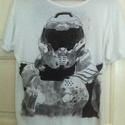 Doom 4 póló, Ruha, divat, cipő, Festészet, Egyedi, szabadkézzel rajzolt póló. A kép a Doom 4 című játék főhősét ábrázolja. Jó minőségű textilf..., Meska