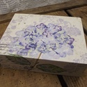 Hortenziás szögletes dobozka, Otthon, lakberendezés, Tárolóeszköz, Doboz, A dobozka tetejére és az elejére hortenziás szalvétát dekupázsoltam rá, majd a doboz három oldalát s..., Meska
