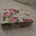 Rózsás szögletes dobozka, Otthon, lakberendezés, Tárolóeszköz, Doboz, A dobozka tetejére és az elejére rózsás szalvétát dekupázsoltam rá, majd a doboz három oldalát fehér..., Meska