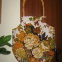 AKCIÓS - Virágos RETRO táska, Táska, Válltáska, oldaltáska, Szatyor, Ez a táska fehér alapon sárga-zöld-barna virágos vászon anyagból készült. Fogója sárga ba..., Meska