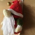 Picurka karácsonyi manó, Dekoráció, Játék, Játékfigura, Ünnepi dekoráció, Horgolás, Ici-pici, csillogó kicsi karácsonyi manó. Lehet dekoráció, ajándékkísérő, de akár a fára is feltehe..., Meska