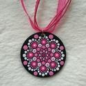 Kis rózsaszín virág mandala nyaklánc, Ékszer, Ruha, divat, cipő, Nyaklánc, Kis rózsaszín virág mandala nyaklánc, szépséges organza alappal. A medál alapja fa, így nagy..., Meska