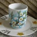 Az évszakokból a tavasz. Reggeliző, Konyhafelszerelés, Bögre, csésze, Fehér, porcelán bögrére és kistányérra tavaszi reggelizőt festettem. A kistányér peremén, körbe, bar..., Meska