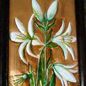 Fehér liliom. Rézdomborítású kép., Egy 20 x 15  cm-es, sötétbarna, fa képkeretbe, ...
