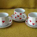 Kávézó Valentin napra, Konyhafelszerelés, Bögre, csésze, Három, kicsi, fehér, kávés csészére és aljára, szívecskés mintát festettem. Mind a három személyre m..., Meska