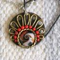 Legyezőmintás medál., Ékszer, Medál, Ékszer gyurmából készült a medál. Kör alakú, melynek az alsó részére, rózsaszín, piros, fekete színe..., Meska