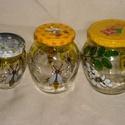 Mézesüveg szett  / 4 db szett /, Konyhafelszerelés, Mindenmás, 2 dl-es, 3 dl-es, és 5 dl-es mézes üveget méhecskés mintákkal festettem meg. A két kisebben repülő é..., Meska