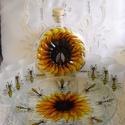 Napraforgós, méhecskés pálinka kínáló, A szett egy kör alakú üveg tálcából, hat, ma...