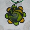 Tavaszi rét medál, Ékszer, Medál, Nyaklánc, Ékszergyurmából készült a kör alakú medál. Közepén sárga, és sokféle zöld színből örvénymedált készí..., Meska