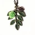 Őszi levél nyaklánc, Ékszer, Nyaklánc, Medál, 34*28 mm zöld platinás bronz levelet használtam alapként, rózsával és tobozzal díszítettem...., Meska