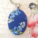 Kék virágzás, Ékszer, Medál, Nyaklánc, 20x30 antik ezüst alapban textillel bevont falencse. Lánc 65 cm., Meska