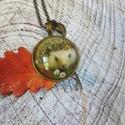 Sünis nyaklánc, Ékszer, Medál, Nyaklánc, Üveglencsés technikával készült sünis nyaklánc. 30 mm medál 65 cm nyaklánc levélkével díszítve...., Meska