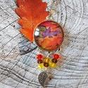 Az ősz színei nyaklánc, Ékszer, Medál, Nyaklánc, Üveglencsés technikával készült medál. 30 mm lencse antik bronz különleges 3 hurkos alapban, gyöngyö..., Meska