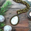Egy csepp hópihe-üveglencsés nyaklánc, Ékszer, Medál, Nyaklánc, 30x18 mm üveglencsés technikával készült nyaklánc.A lánc mérete 65 cm., Meska