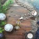 Angyalka nyaklánc, Ékszer, Medál, Nyaklánc, 6x4 mm csiszolt üveggyöngyből készúlt angyalka 65 cm láncon., Meska