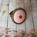 Pici eper - textilgombos gyűrű, Ékszer, Gyűrű, 20 mm textilgombos antik bronz állítható méretű nikkelmentes gyűrű., Meska