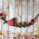 Madárcsalád pici textilgombos nyaklánc, Ékszer, Nyaklánc, Medál, Madaras medál 12 mm textilgombbal gyöngyökkel dísźitve. A nyaklánc kb 60 cm. Nikkelmentes., Meska