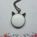 My cat - fehér bőrgombos cicafüles nyaklánc, Ékszer, Nyaklánc, Medál,  Cicafüles medál fehér 25 mm bőrgombbal, választható ezüst vagy bronz alap. Az ár a medálra..., Meska