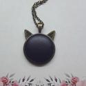 My cat - sötétlila bőrgombos cicafüles nyaklánc, Ékszer, Nyaklánc, Medál,  Cicafüles medál 25 mm bőrgombbal, választható ezüst vagy bronz alap. Az ár a medálra vonatk..., Meska
