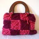 Kötött táska, pink-bordó színben, Táska, Válltáska, oldaltáska, Különleges technikával készült táska, Egyenként megkötöttem a különböző színű négyzeteket, majd össz..., Meska