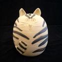 Csíkos kerámia macska, Otthon, lakberendezés, Képzőművészet, Szobor, Kerámia, Kerámia, Szobrászat, Magas tűzön (1240 fok) égetett egyedi, korongozással, és mintázással készült kerámia macska. Mérete..., Meska
