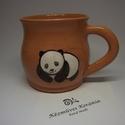 Pandás bögre, Konyhafelszerelés, Bögre, csésze, Korongolt pocakos bögre kézzel festett pandával. Cuki. :) Mikrohullámú készülékben, mosogatógépben h..., Meska