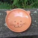 Cicatálka, cica etetőtál, Állatfelszerelések, Kerámia, Cicafejet formázó etetőtálka macskaeledel ízléses felszolgálására. :) Kézzel korongolt, kézzel dísz..., Meska