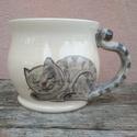 Festett cicás bögre, macskás bögre, fehér változatban, Konyhafelszerelés, Bögre, csésze, ÚJ! Fehér változatban a cicás bögrém. :) Korongolt pocakos bögre kézzel festett macskafigurával. A b..., Meska